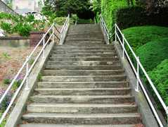 Lee Stairway: 108 Stairs. Lower End: 9th Ave W Upper End: 8th Ave W Type:  Concrete. Parking: Seattle Center